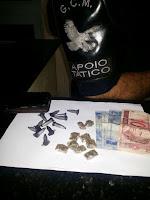 Apoio tático da GCM de Santa Bárbara D'Oeste detém elemento com drogas no bairro Loteamento Planalto do Sol
