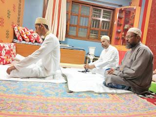 जिले में बोहरा समाज ने सादगी से अपने घरों में मनाई ईद, अदा की विशेष नमाज