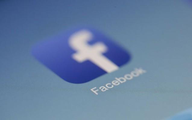 Cari genitori, attenti a pubblicare su Facebook le fotografie dei vostri figli