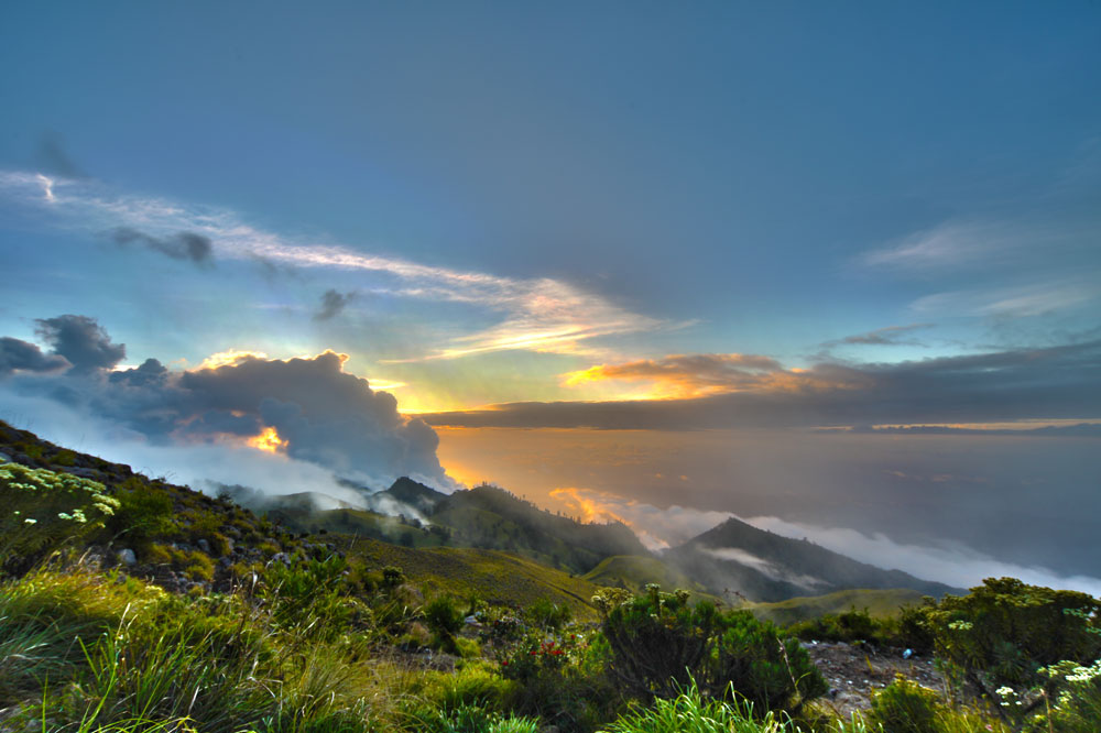 Sunset Plawangan Senaru an altitude 2641 meters - Mount Rinjani