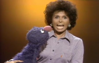 Lena Horne sings How Do You Do to help Grover overcome his shyness. Sesame Street Best of Friends