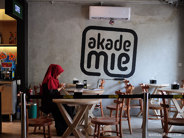Akademie Cafe Benhil Review