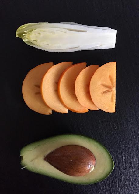 Weihnachtsmenü Vorspeise Chicorée-Sharon-Salat, Rezept glutenfrei & vegan, Siriderma, basisch, Minimalismus: Zubereitung einfach + schnell, Healthy Food Style, Blog, Rezeptinspirationen für jeden Tag, gesund und lecker, Rezeptideen, schnelle Rezepte, entdecken, leicht