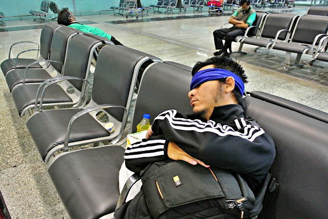 Marky Ramone Go sleeping in Kolkata airport