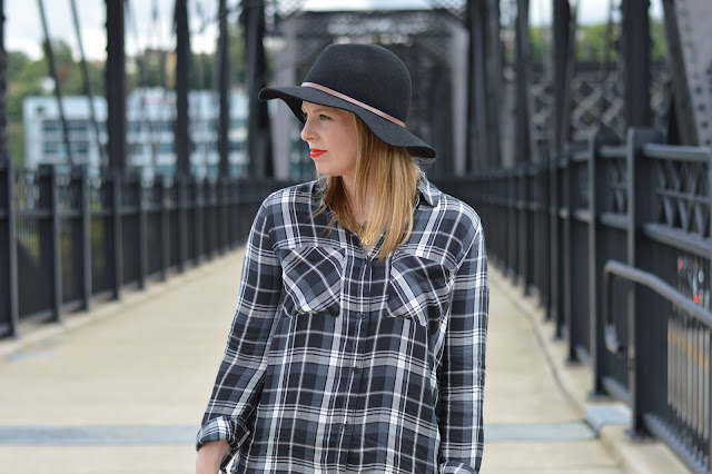 plaid-blouse-outfit-idea
