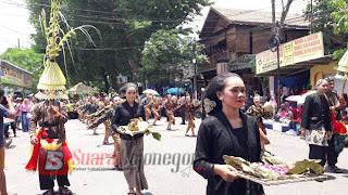 Peringati Hari Jadi Bojonegoro ke 340, Ratusan Peserta Ramaikan Pawai Budaya