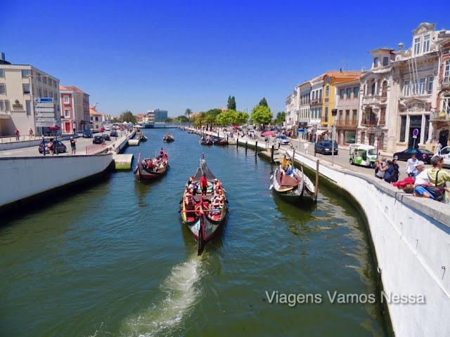 Barcos Moliceiros no Canal Central de Aveiro