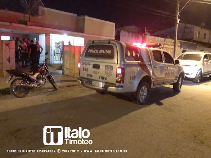 Homem sofre tentativa de homicídio quando chegava em sua residência em Delmiro Gouveia