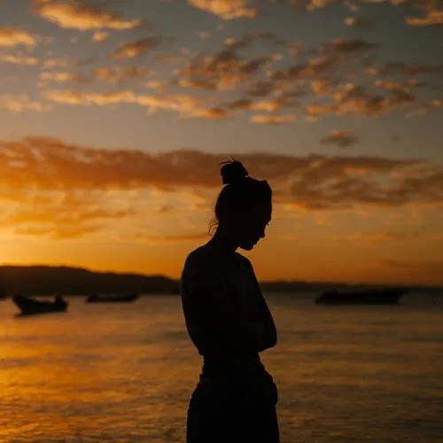 alone sad girl at beach
