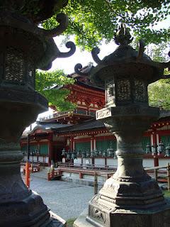 il tempio e le sue lanterne di pietra