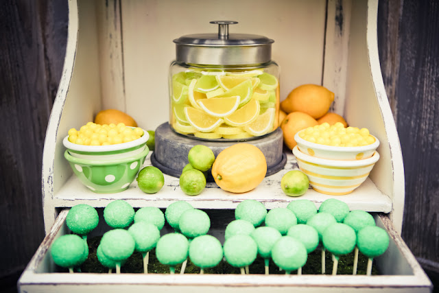 lemon+lime+green+yellow+citrus+orange+modern+ombre+birthday+party+wedding+theme+shower+baby+kids+kid+children+child+7up+seven+up+theme+photo+backdrop+lemonade+stand+retro+vintage+heather+lynn+photographie+14 - Heads up, Seven-Up!