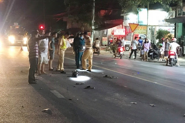 Tự ngã ra đường, hai thanh niên bị xe ben cán tử vong