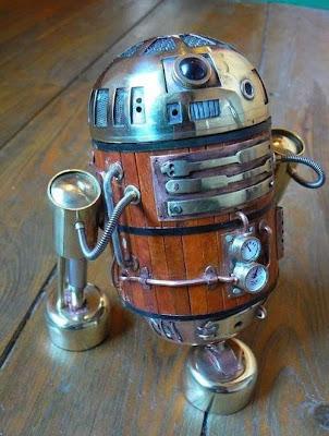 R2-D2 con materiales reciclados