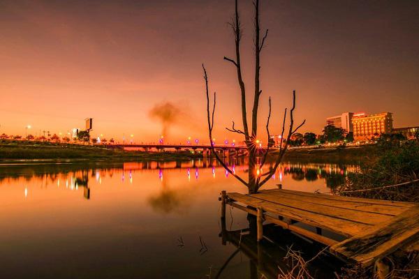 Hoàng hôn trên sông Đắk Bla