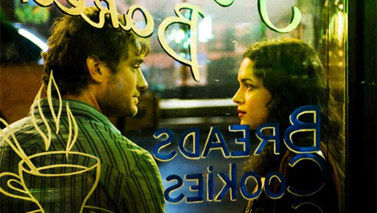 Jude Law and Norah Jones fall in love in My Blueberry Nights.