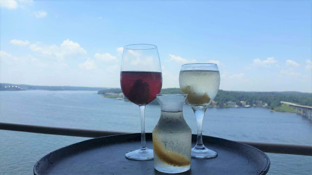 JB Hook's, Lake of the Ozarks, Happy Hour