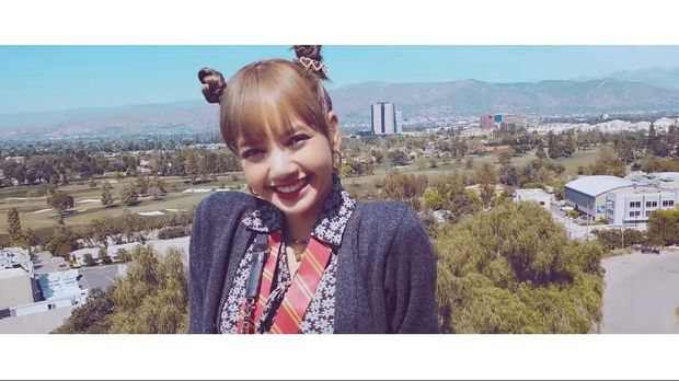 BLACKPINK's Lisa Talks About Happiness and Appears Without Lies