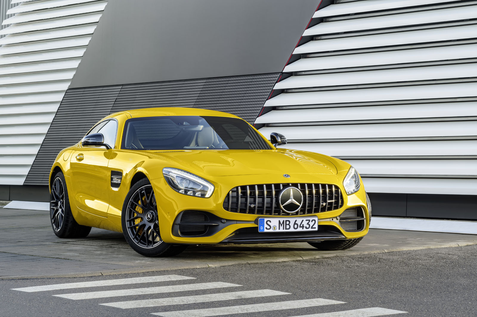 2014 - [Mercedes-AMG] GT [C190] - Page 29 16C1133_43