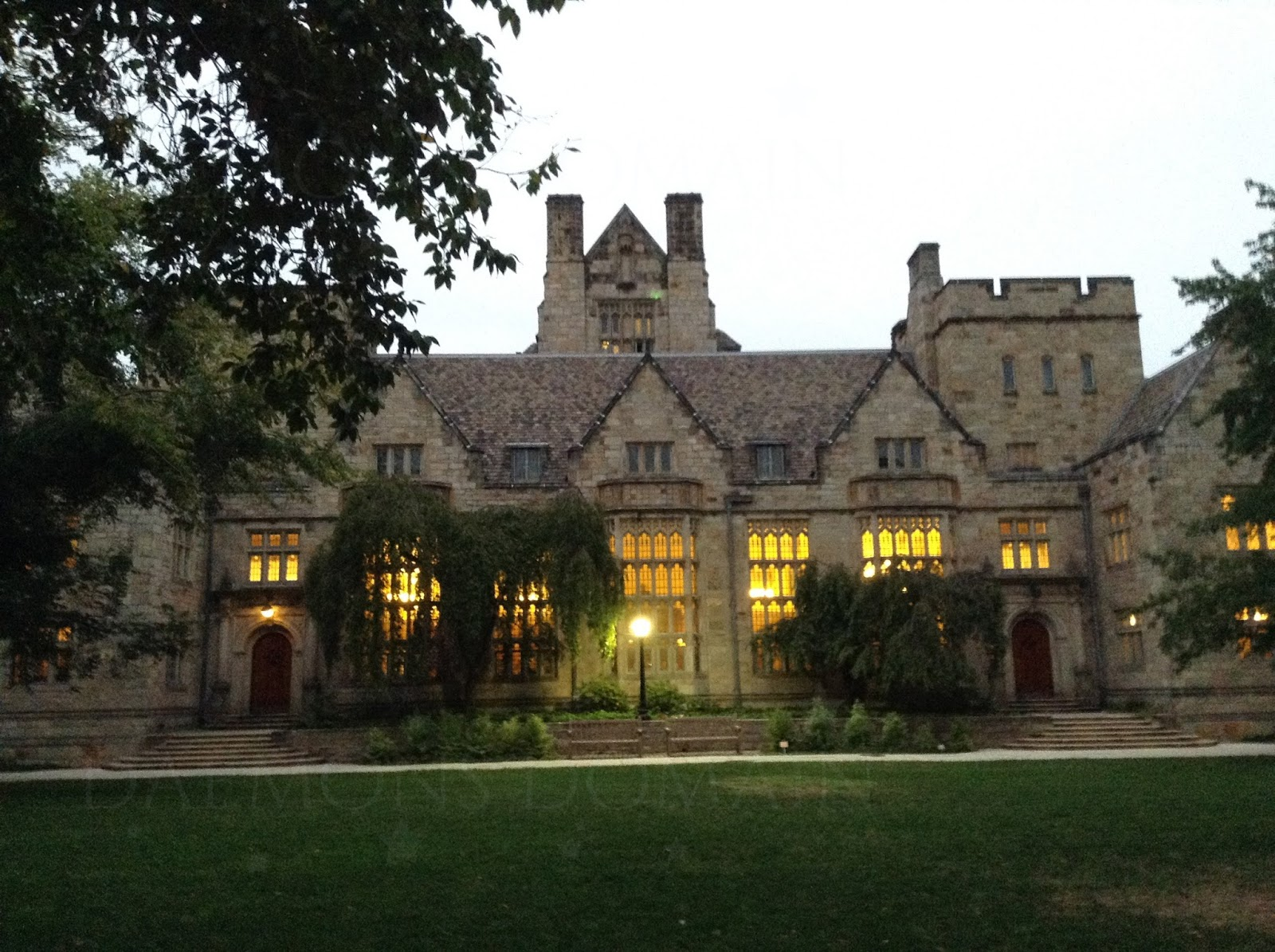 Memorial Quadrangle (view Of Dining Hall) / Branford College Courtyard