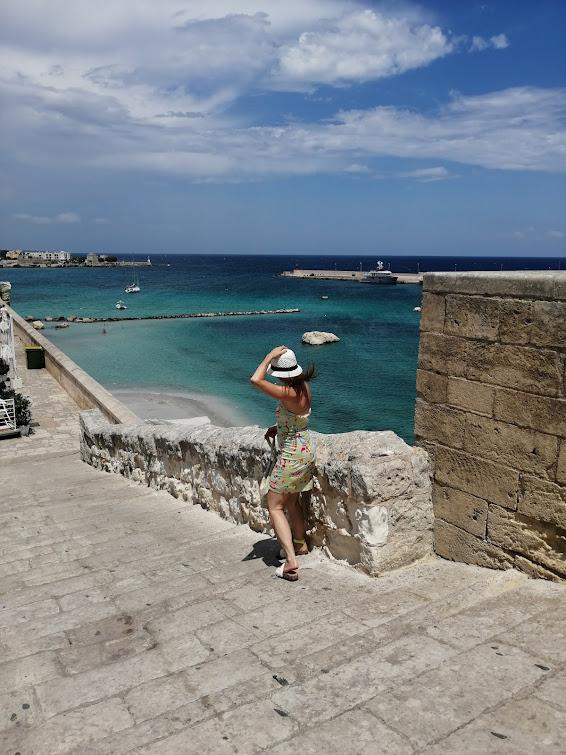 fashion travel blogger