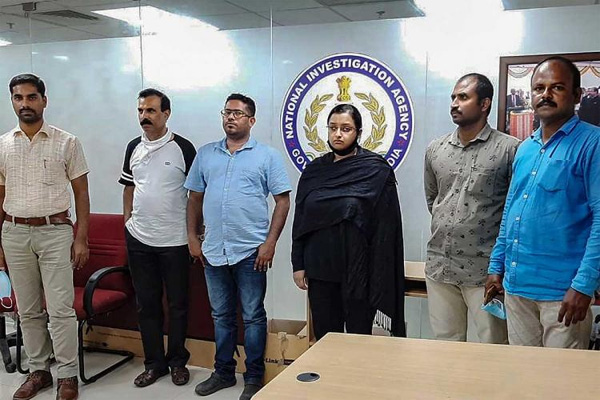 Gold smuggling case accused Swapna, Sandeep brought to Kochi, NIA court remands them, Kochi, Airport, Smuggling, Arrested, Remanded, NIA, Court, Kerala