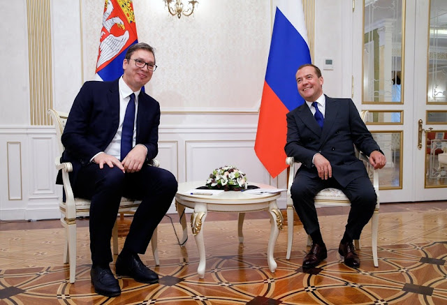 Deutsche Welle: Hugs from Moscow, Medvedev visits Belgrade