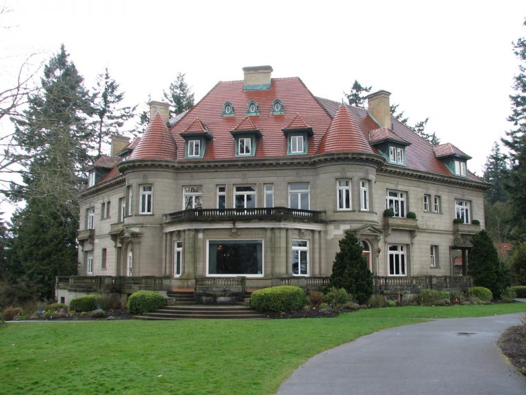 Things to Do in Portland - Pittock Chateau is sat in the slopes toward the west of Portland and it is a delightful home that is worth a visit. The Chateau was worked in 1909 as the home of Henry Pittock and his significant other. The chateau has 46 rooms and sits inside 46 sections of land. The property is currently possessed by the city of Oregon. The house was opened to the general population in 1965 and roughly 80,00 individuals visit every year. The property sits at 1,000 feet above ocean level creation it incredible for feathered creature viewing. During the time the chateau has shown up in different programs and movies, the most acclaimed being the film 'Unhinged' which was prohibited in a few nations because of its substance.