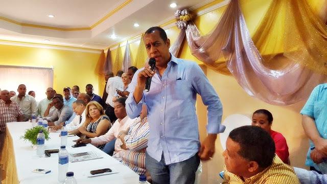 """Denuncian ex Diputado por Barahona Aquiles Ledesma cobra más de 300 mil pesos en Indotel """"y tiene un apartamento"""" valorado en 50 millones."""