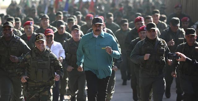 Caracas, Venezuela.– A punto de cumplirse dos meses de la proclamación del jefe del Parlamento, Juan Guaidó, como presidente encargado de Venezuela, una condición que ha sido reconocida por más de medio centenar de países, la Fuerza Armada Nacional Bolivariana (FANB) sigue centrando la mirada de todos. Sin muestra de fractura interna en público, la FANB es el centro de todos los cálculos en Venezuela.