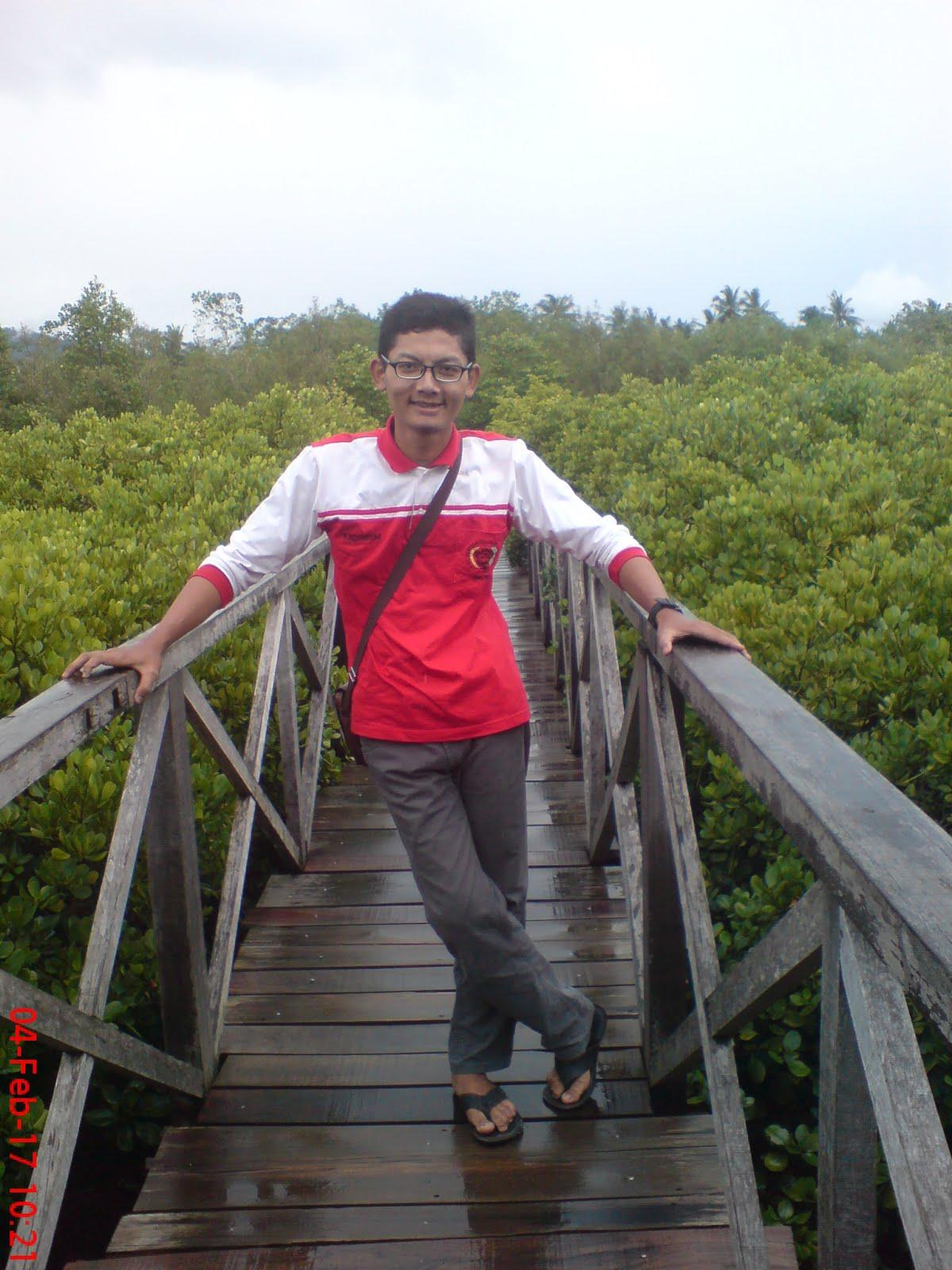 Nanang Fauzi's Little Blog: Outbond di Hutan Mangrove dan Pantai Pasir Putih Trenggalek