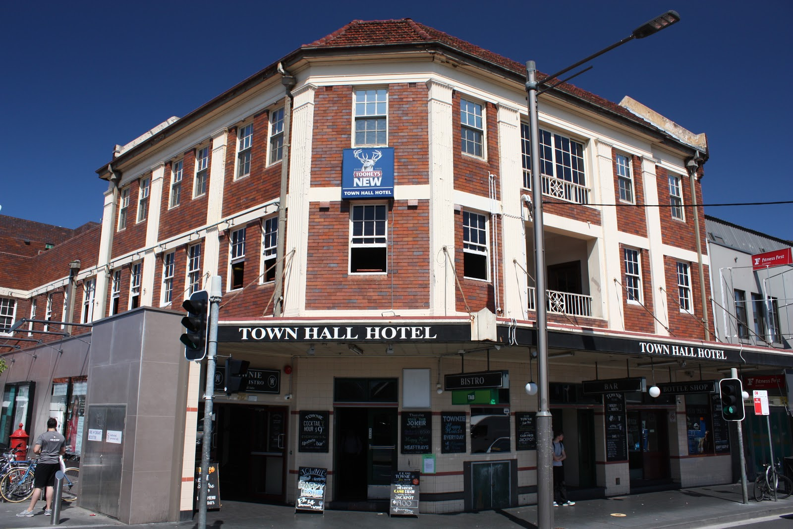 Newtown Town Hall Hotel