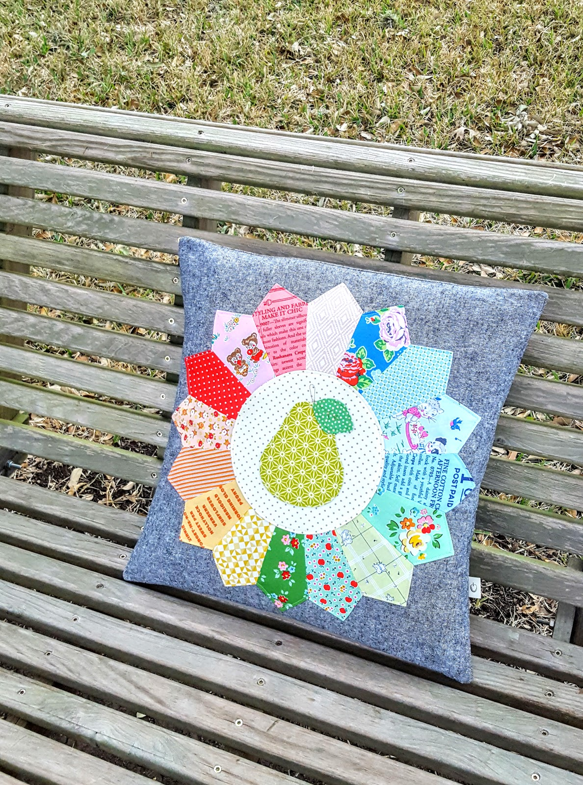 You can get the whole scoop on the Sweetie Pie Quilt at Lori's blog right  here as well, along with a peek at the bazillion amazing projects she  always seems ...