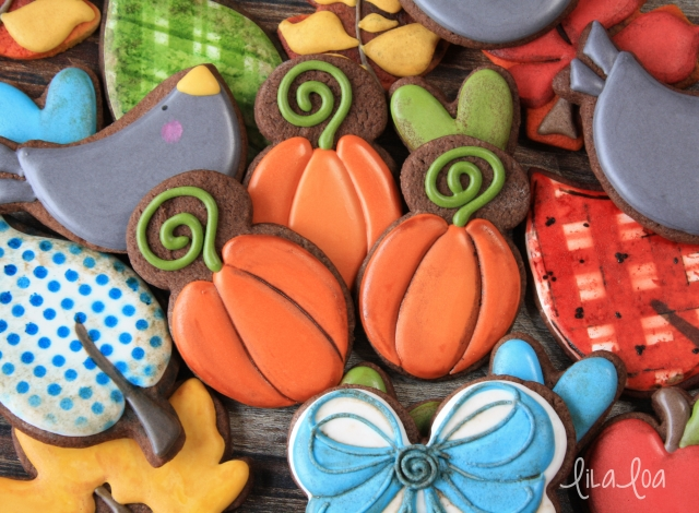 How to make decorated sugar cookies that look like pumpkins -- a cookie decorating tutorial