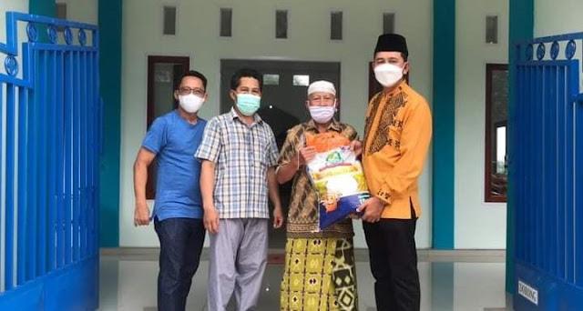 Bupati Nadalsyah Salurkan Zakat Maal Berupa 3 Ton Beras Ke Mesjid Lahei I Dan II