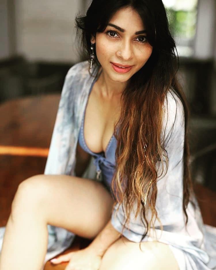 Hot and Sexy Tanisha Mukherjee Photos and Photos.