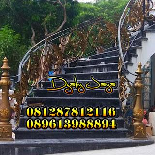 Contoh Railing Tangga Besi Tempa Klasik di daerah PIK, Jakarta Utara.