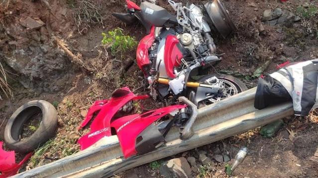 Iretama: Motocicleta fica destruída em acidente na BR-487