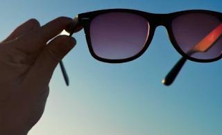 Manfaat Kaca Mata Hitam Melindungi Mata Dari Sinar Matahari