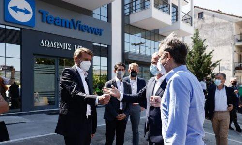 O Πρωθυπουργός Κυριάκος Μητσοτάκης, στο πλαίσιο της περιοδείας του στα Ιωάννινα, επισκέφθηκε το κέντρο έρευνας και ανάπτυξης της διεθνούς τεχνολογικής εταιρείας TeamViewer.