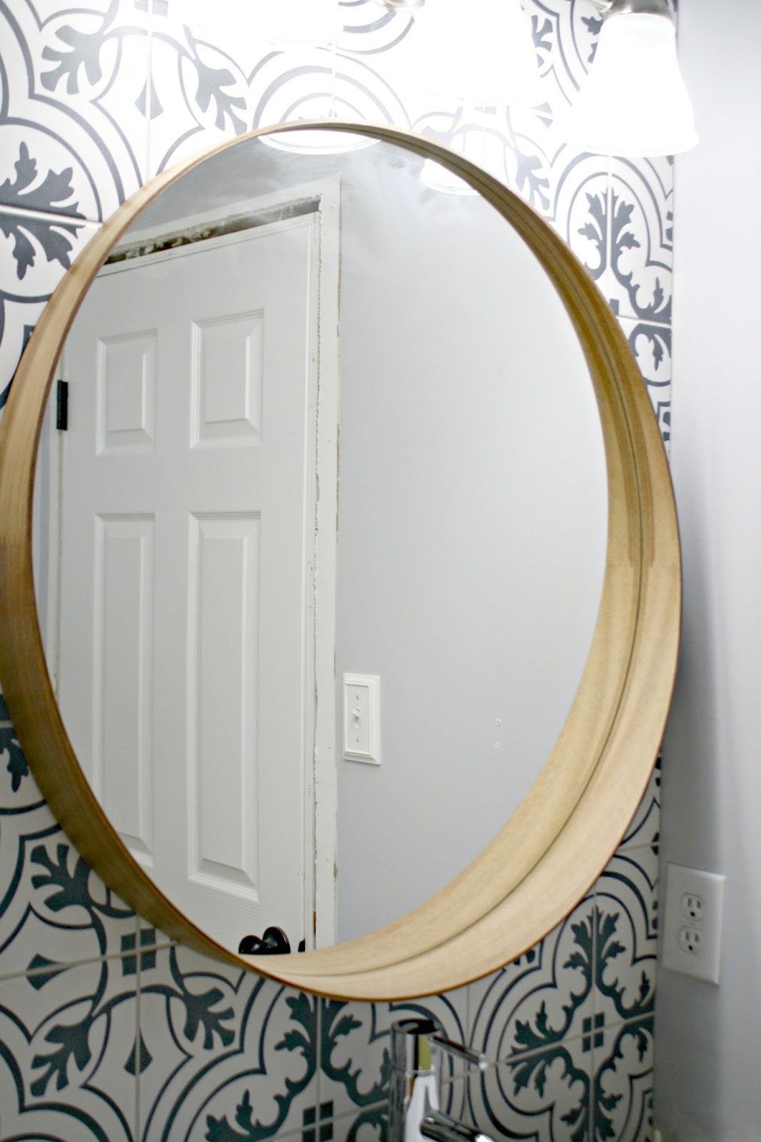 Easy trick for hanging mirror with painter's tape