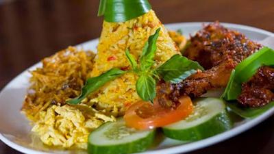 resep dan cara membuat nasi kuning rice cooker