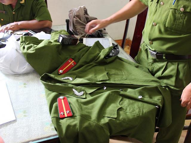 Phát hiện kho quân phục công an, quần áo phạm nhân giả