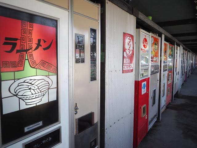 中古タイヤ市場 相模原店 レトロ自販機