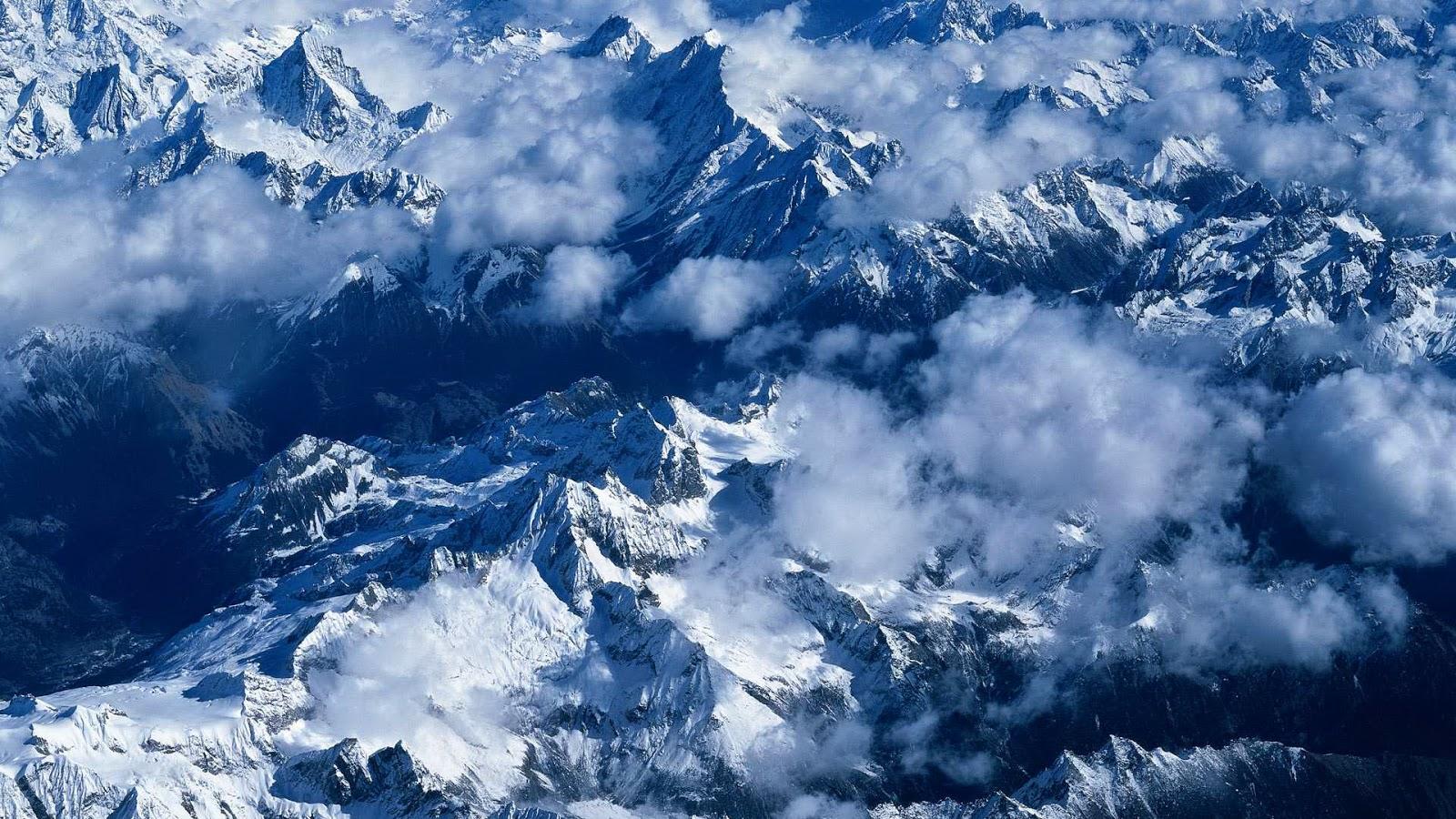 Bergtoppen vanuit de lucht