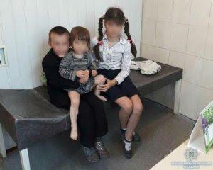Жінка на 2 місяці покинула трьох малолітніх дітей