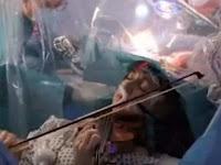 Video Viral, Seorang Pasien Tumor Otak Main Biola Saat Operasi
