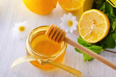 Uống nước chanh mật ong cho bạn làn da trắng mịn