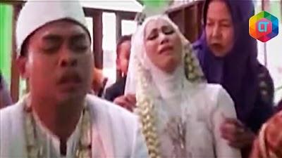 TERHARU & BIKIN SEDIH. 5 Momen Mengharukan Acara Pernikahan
