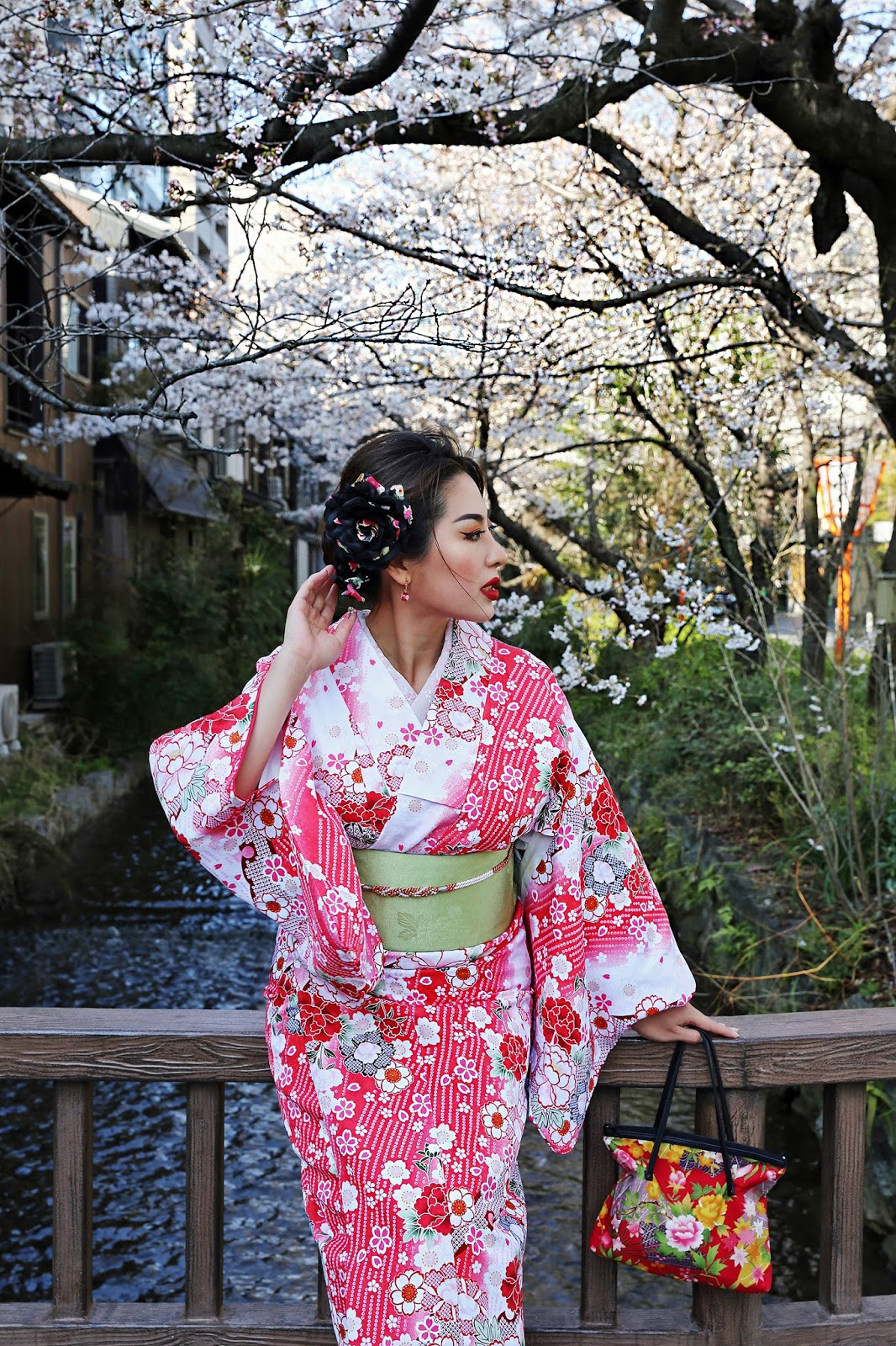 Ever wanted to live out your best Japanese fantasy? I did just that, wearing a kimono in Gion, the most famous geisha district in all of Japan. This is my kimono rental experience in Kyoto.