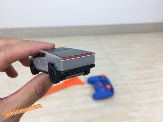 Xe Hotwheels điều khiển Tesla Cyber Truck 7